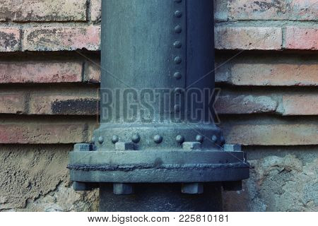 Rugged Reinforced Iron Pipe To Withstand High Pressure.