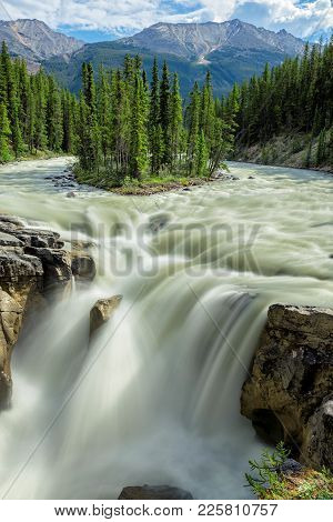 The Sunwapta River Is A Major Tributary Of The Athabasca River In Jasper National Park In Alberta, C