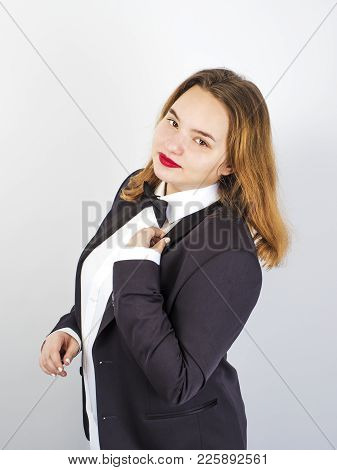 Well-dressed And Elegant Chubby Brown-haired Motion Control On A Gray Background