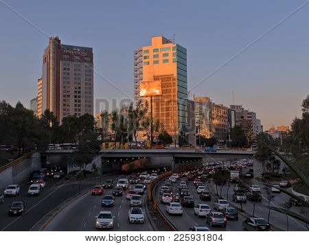 Mexico City, D.f. / Mexico - November 10 2015: Rush Hour In Circuito Interior Melchor Ocampo Near Ch