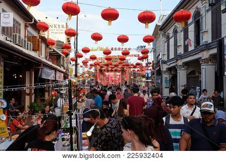 Malacca, Malaysia - February 03, 2018 : The Jonker Night Market Is Opening. Many Street Shops And Cr