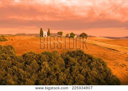 Tuscany, Italy - September 21, 2017: Cappella Della Madonna Di Vitaleta In The September Sunset