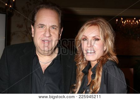 LOS ANGELES - FEB 2:  Scott Hart, Tracey Bregman at the Tracey Bregman 35th Anniversary on the Young and the Restless at CBS TV City on February 2, 2018 in Los Angeles, CA