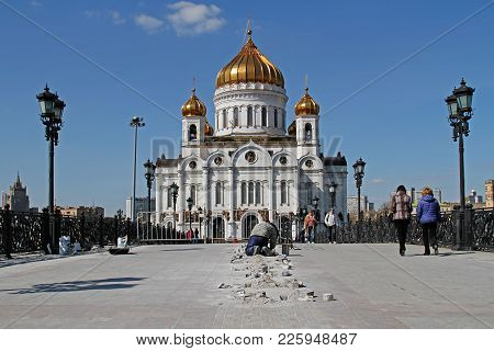 Moscow, Russia - April 12, 2016: Worker Mounts Illumination On The Patriarch's Bridge In Front Of Th