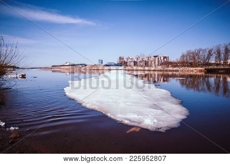River Quietly Flowing Flows In Early Spring When There Is Still Ice And Snow. Spring Cityscape.