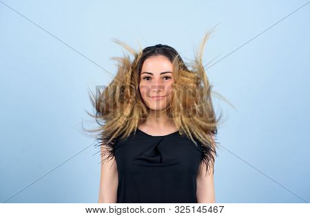 Hairdresser Styling Tips. Nice And Easy. Trendy Crimped Hairstyle. Hair Crimping Method Styling Hair
