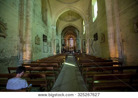 Saint Emilion, France - September 8, 2018: Main Nave And Altar In The Collegiale Church Of Saint Emi