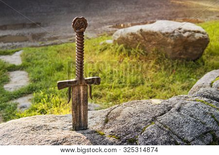 Excalibur, King Arthurs Sword In The Stone. Edged Weapons From The Legend Pro King Arthur.