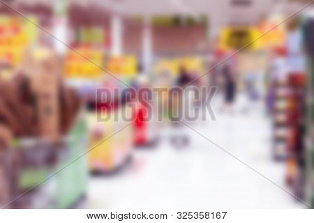 Blurred Images Of Shopping Centers With Boks,abstract Mall And Retailer For The Background.