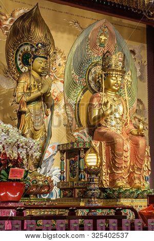Singapore - March 22, 2019: Buddha Tooth Relic Temple In Chinatown. Bodhisattva And Medicine Buddha