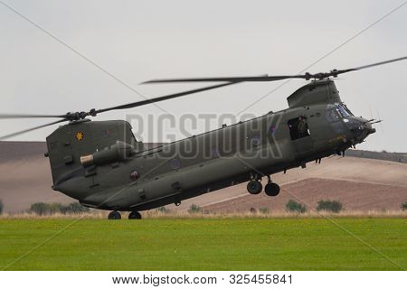 RAF CHINOOK HELICOPTER, ENGLAND, SEPTEMBER 8 2007, Royal Air Force RAF Chinook twin rotor helicopter landing in a field, England, United Kingdom