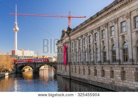 TRAIN CROSSING BRIDGE BY THE BODE MUSEUM ONTO MUSEUM ISLAND, BERLIN, GERMANY  16 FEBRUARY 2019, Train crossing The River Spree onto Museum Island by the Bode Museum, Berlin, Germany, Europe