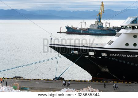 Passenger Expedition Passenger Cruise Liner Azamara Quest (azamara Club Cruises) Anchored At Pier Se