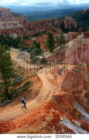 Hiking Through Bryce Canyon