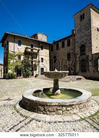 Square In Medieval Fortress Town Vigoleno In Emilia-romagna, Italy