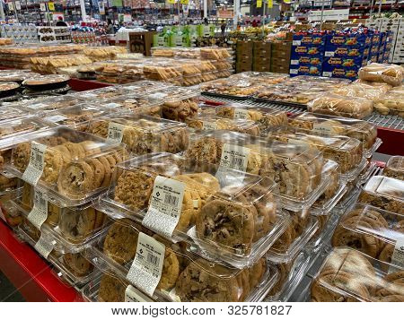 Orlando,fl/usa -10/4/19:  Chocolate Chip And Various Other Kinds Of Cookies On The Baked Goods Aisle