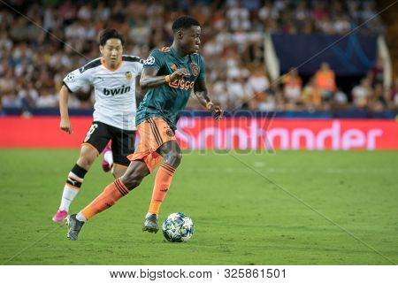VALENCIA, SPAIN - OCTUBER 2: Promes during UEFA Champions League match between Valencia CF and AFC Ajax at Mestalla Stadium on Octuber 2, 2019 in Valencia, Spain