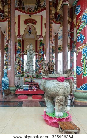 Si Racha, Thailand - March 16, 2019: Distance Shot Of Gray Statue Of Guan Yin In The Middle Of Her O