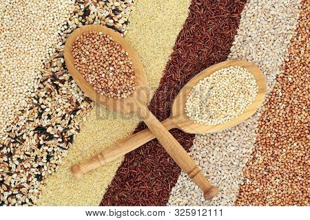 Super grain health food with puffed quinoa, multi grains, bulghur wheat, red rice,pearl barley & buckwheat with natural oak wood spoons. High in fibre, antioxidants, protein, minerals & vitamins.