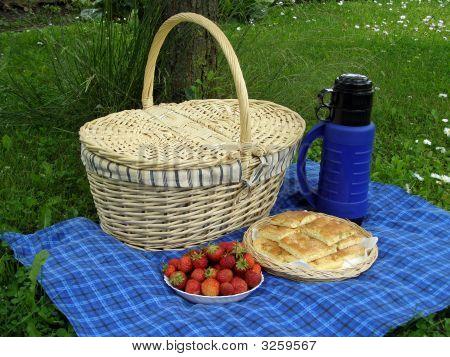 Picnic Basket 6