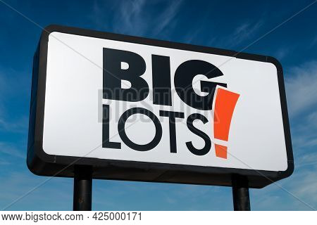 Big Lots Retail Exterior Sign And Trademark Logo