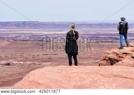 Moab, Utah, Usa - April 23, 2017: Hikers On The Grand Viewpoint Trail In Canyonlands National Park