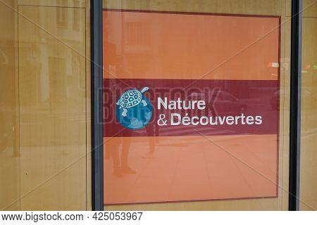 Toulouse , Occitanie France - 06 16 2021 : Nature Et Decouvertes Brand Logo Turtle Sign Text Front O