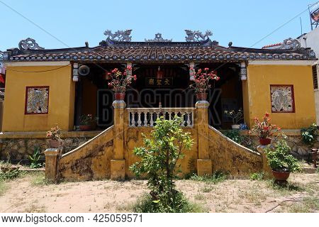 Hoi An, Vietnam, May 23, 2021: Access Stairs And Main Facade Of The Van Thanh Mieu Cam Pho Temple In