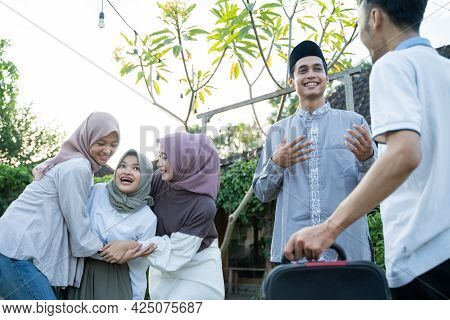 The Happiness Of Muslim Families Shaking Hands And Gathering With Family Members When Meeting