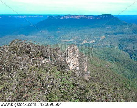 Sydney Katoomba Echo Point Blue Mountains three sisters NSW Australia lush green mountains and valle