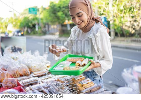 A Beautiful Girl In A Headscarf Holding A Plastic Tray To Place A Selection Of Side Dishes Purchased
