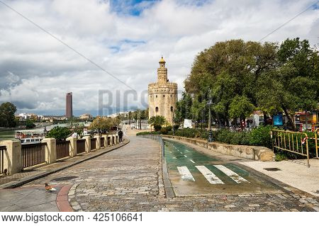 Seville, Spain - 08 April, 2019: Torre Del Oro, Historical Limestone Tower Of Gold In Seville, A Big