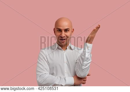 Yes, I Know. Amazed Stupefied Bald Bearded Guy Opens Mouth Widely, Raises Palm As Gets Idea Or Remem