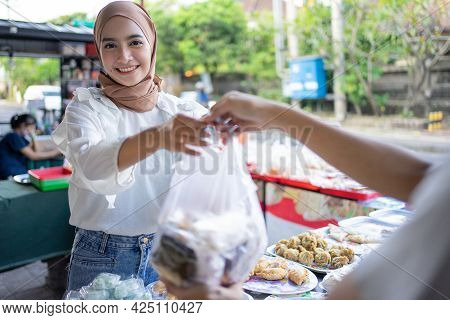 A Beautiful Girl Wearing A Headscarf Selling A Food Stall On The Side Of The Road Gives Takjil Food