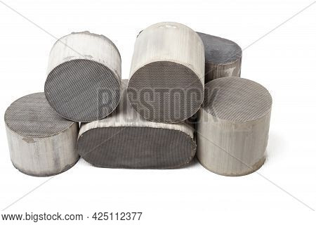 Processing And Acceptance Of Non-ferrous Metals. Six Round And Oval Ceramic Catalysts Containing Pla