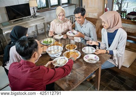 Happiness With Friends Gathering While Eating At The Feast Of Ramadan