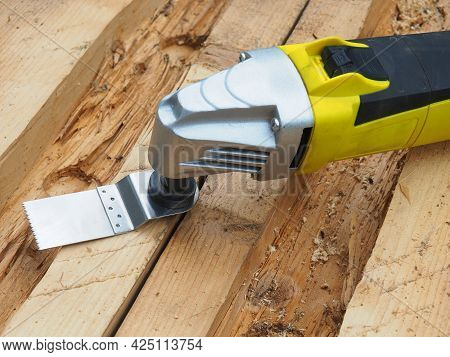 Electric Multifunctional Tool. Versatile Tool Thanks To A Wide Range Of Innovative  Accessories