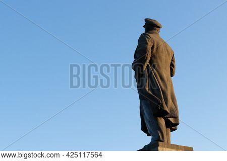 Krasnoyarsk, Russia - June 21, 2021: The Lenin Statue In Krasnoyarsk On Square Of Revolution. The Au