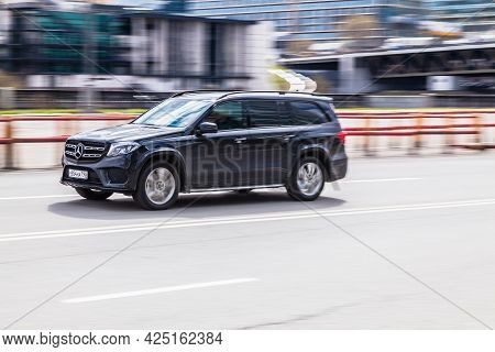 Moscow , Russia - March 2021: Black Full-size Luxury Suv Mercedes-benz Gl-class X166 Rides In The Ci