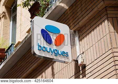 Toulouse , Occitanie France - 06 16 2021 : Bouygues Telecom Logo Text Phone Communication French Mul