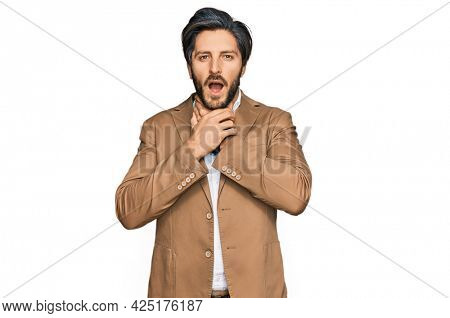 Young hispanic man wearing business clothes shouting suffocate because painful strangle. health problem. asphyxiate and suicide concept.