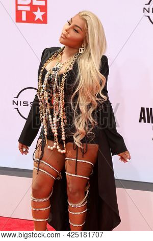 LOS ANGELES - JUN 27:  Lil Kim at the BET Awards 2021 Arrivals at the Microsoft Theater on June 27, 2021 in Los Angeles, CA