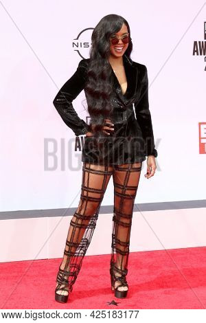 LOS ANGELES - JUN 27:  H.E.R. at the BET Awards 2021 Arrivals at the Microsoft Theater on June 27, 2021 in Los Angeles, CA