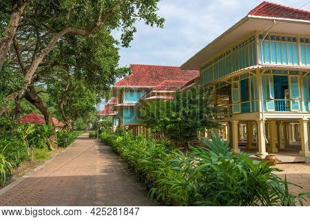Cha Am, Thailand - Dec 11, 2018: On The Alleys Of The Old Royal  Mrigadayavan Palace