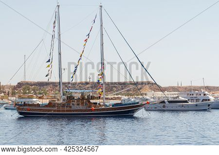 Sharm El Sheikh, Egypt - June 7, 2021: Old Style Tourist Yacht For Cruising In The Bay Of The Red Se