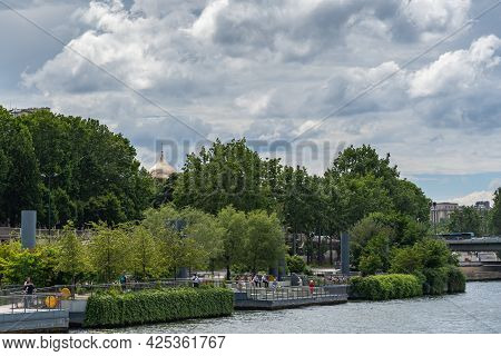 19 June 2019 - Paris, France: Beautiful Sky With Clouds In Summer Morning In Paris By The Seine Rive