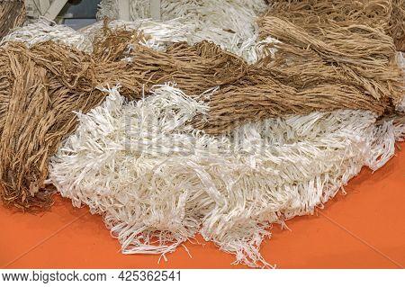Big Bunch Of Shredded Packing Paper In Bulk