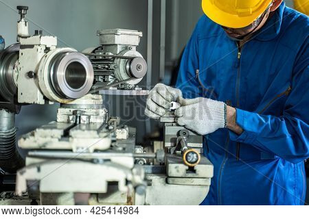 Asian Attractive Mechanical Workman Wear Protective Glasses And Helmet For Safety, Work On Milling M