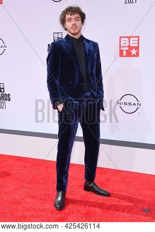 LOS ANGELES - JUN 27:  Jack Harlow {Object} arrives for the 2021 BET Awards on June 27, 2021 in Los Angeles, CA