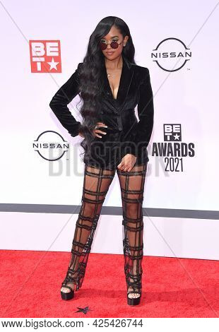 LOS ANGELES - JUN 27:  H.E.R {Object} arrives for the 2021 BET Awards on June 27, 2021 in Los Angeles, CA